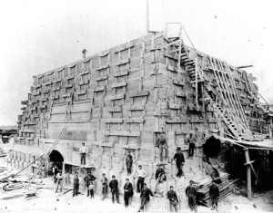 construction-of-the-statue-of-libertys-pedestal